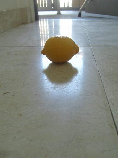 再生前はボヤ~とレモンの影が
