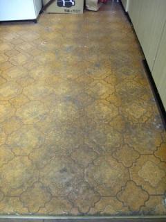キッチンの汚い床