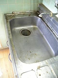 クリーニング前の汚いキッチン