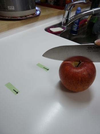 フルーツを切るだけでも包丁傷が付きます