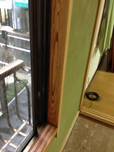 窓枠②アク洗い後
